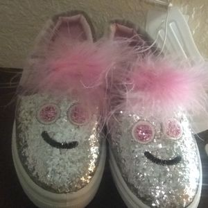 Girl shoes size 5 new no tag